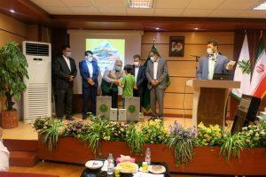 اهدای تبلت توسط بانک کشاورزی به دانش آموزان مستعد کم برخورداراستان البرز