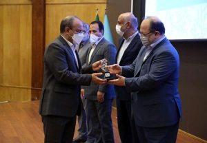 نشان ممتاز جهش تولید در دستان بانک توسعه تعاون